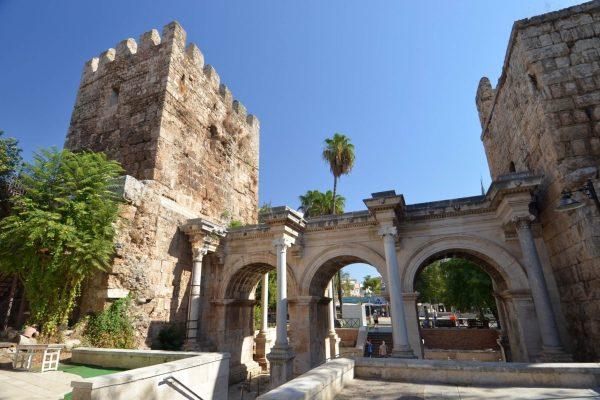 دروازه هادریان آنتالیا Hadrian's Gate Antalya